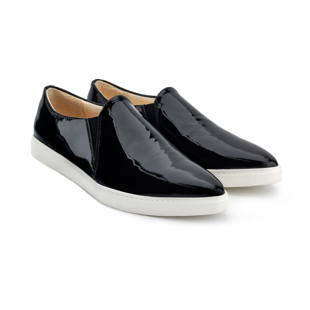 spitz slip on black patent front